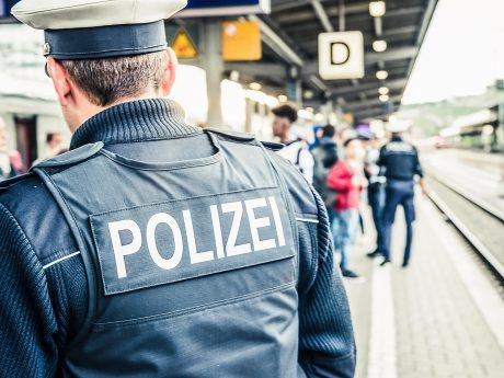 Bundespolizei auf einem Bahnsteig. Symbolfoto: Pascal Höfig