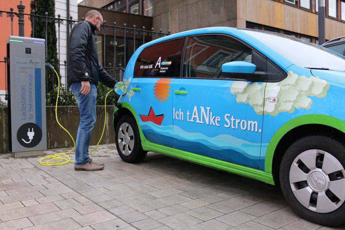 Auch per Mobiltelefon wird man in Ansbach zukünftig Zugang zu den Ladesäulen erhalten. Foto: Stadtwerke Ansbach