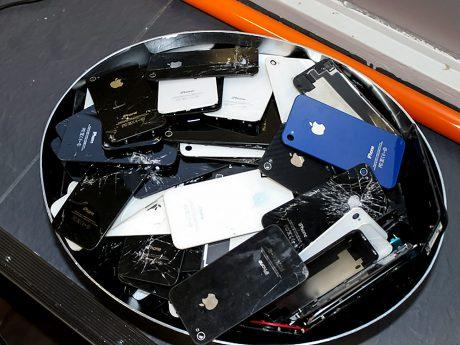 Ein kaputtes iPhone Display ist sehr ärgerlich, kann aber selbst repariert werden. Foto: Christian Papay