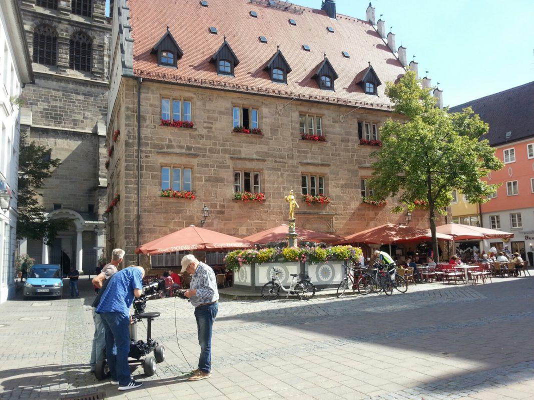 """Die Film Crew während der Dreharbeiten zu """"Bayern sagenhaft"""" in Ansbach - Foto: Stadt Ansbach."""