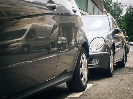 Symbolbild Parkende Autos. Foto: Pascal Höfig