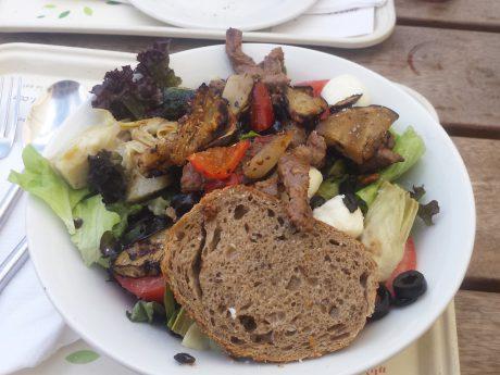 Selbstverständlich kann man auch in Ansbach leckere Salate schlemmen - Foto: Pascal Höfig.