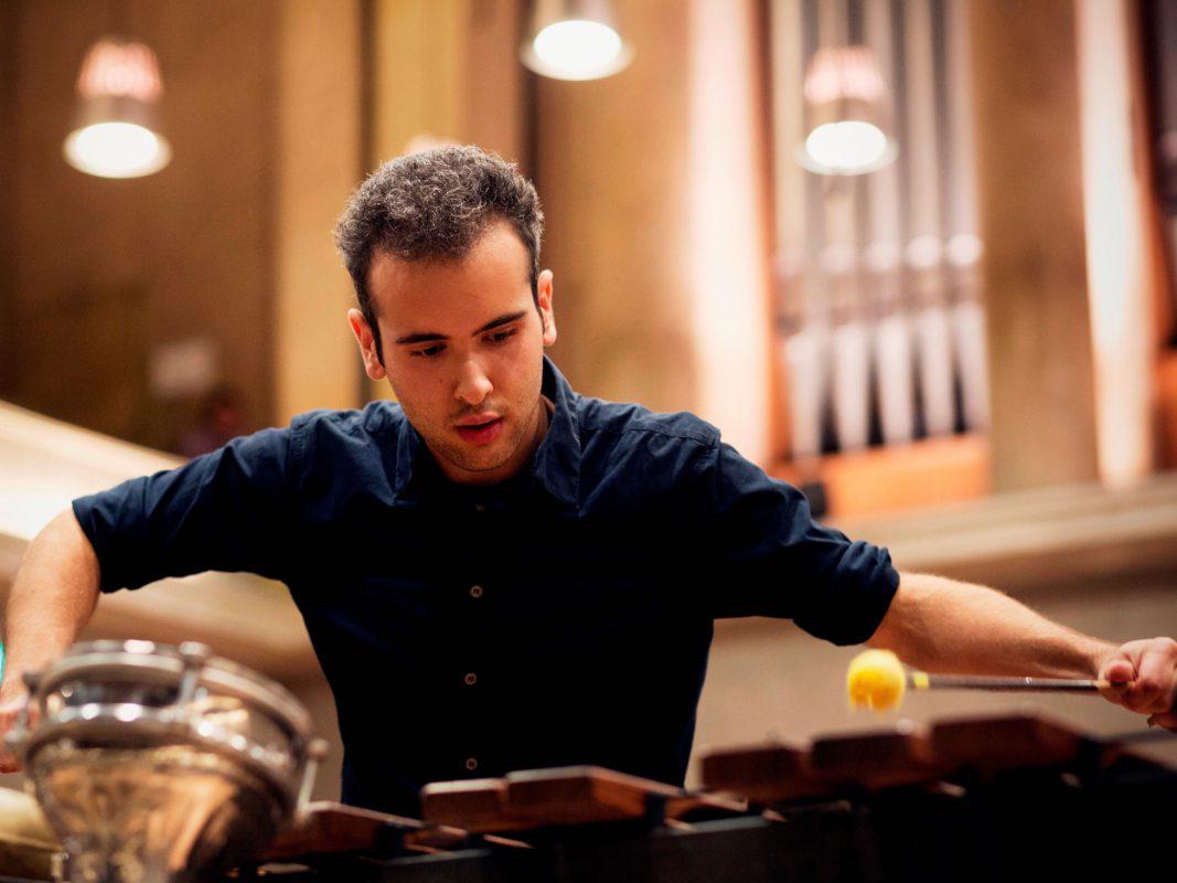 Der italienische Multi-Perkussionist Simone Rubino gewann 2014 den Münchner ARD-Musikwettbewerb - Foto: Daniel Delang.