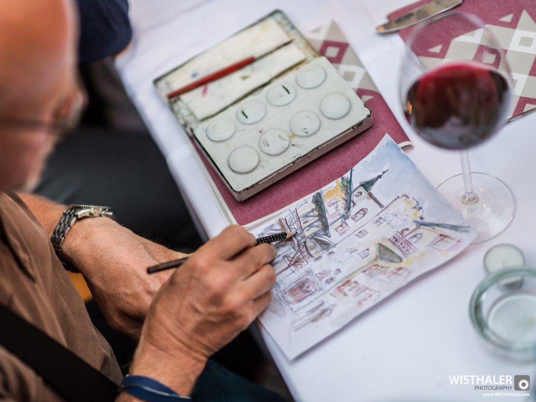 Thomas Jungkunz beim Zeichnen. Foto: Harald Wisthaler