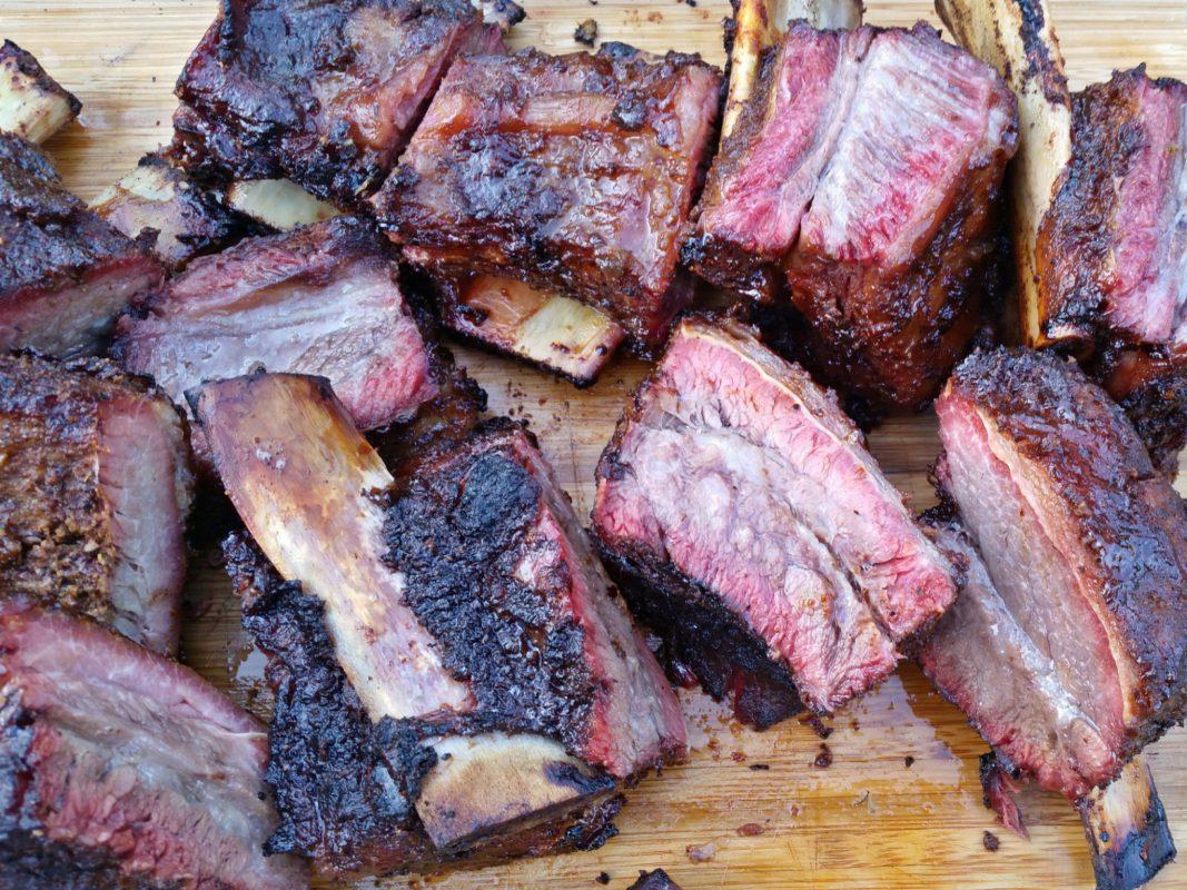 Mega saftige Beef Ribs - Foto: BBQ Ömer.