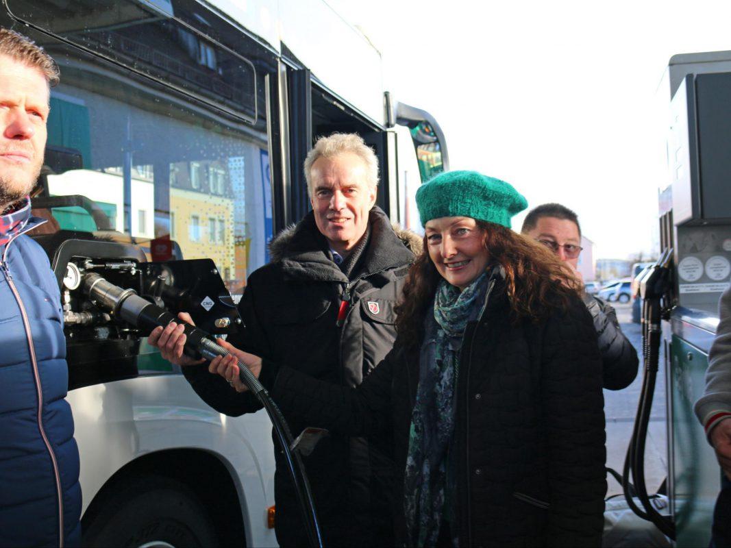 Die Einweihung des Erdgasbusses im Ansbacher ÖPNV. Foto: Ansbacher Bäder und Verkehrs GmbH