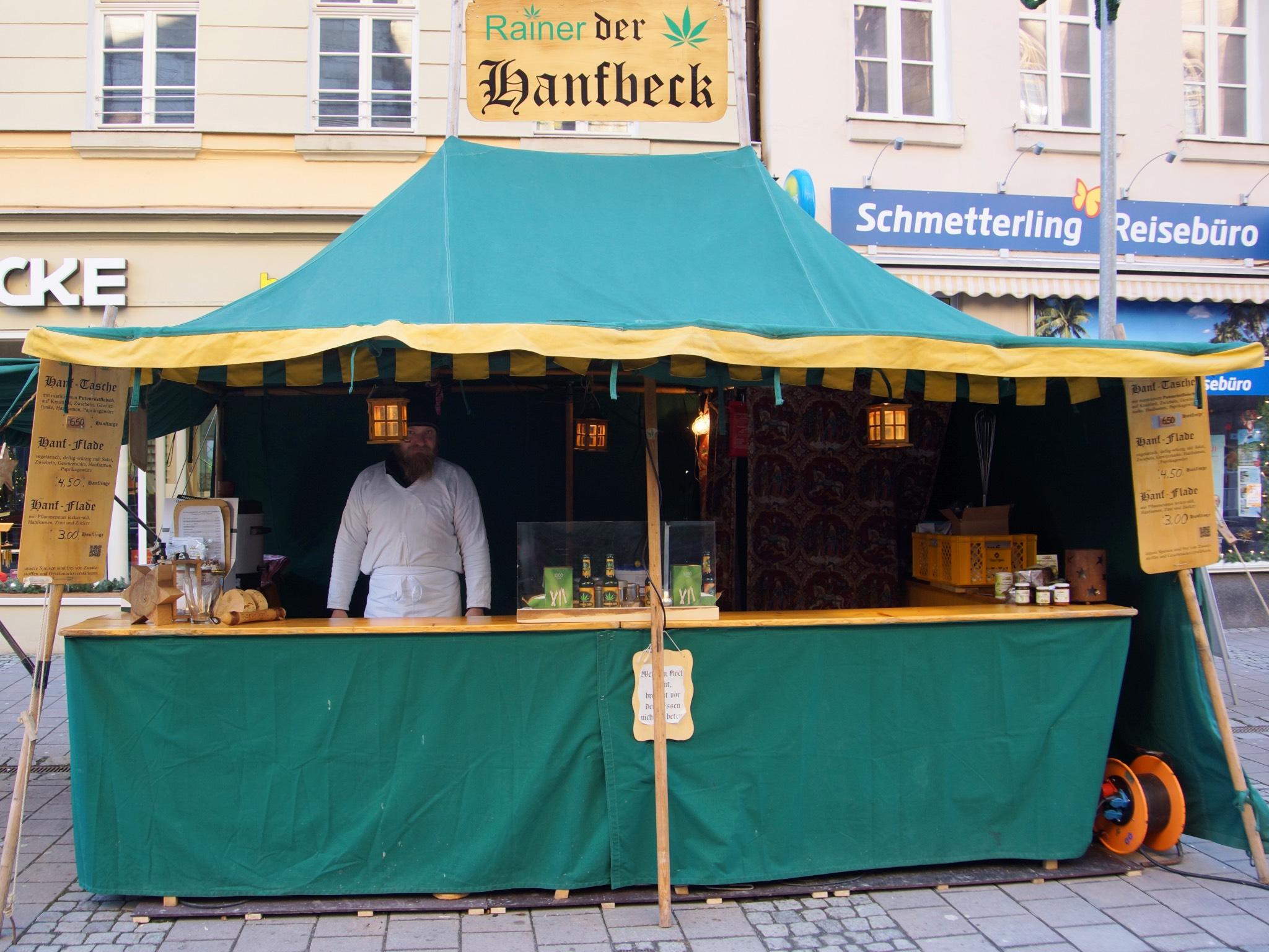 Rainer der Hanfbeck auf dem Ansbacher Weihnachtsmarkt. Foto: Barbara Duna