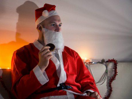 Auch der Weihnachtsmann schaut gerne Weihnachtsfilme. Foto: Dominik Ziegler