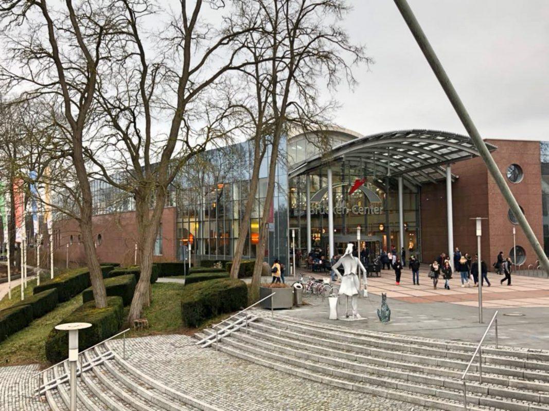 Die Skulptur war eine Spende des Brücken-Center Ansbach an die Stadt. Foto: Michaela Kraus.