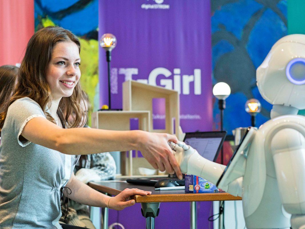 Untypische Jobs ausprobieren beim Girls' Day. Foto: Marc Beckmann.