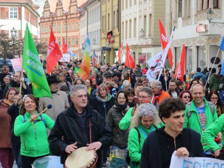 Rund 500 Beteiligte gab es beim 12. Ostermarsch. Foto: BI