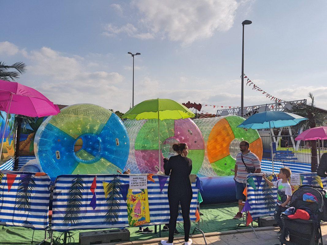 Magic Balls, die Wasserbälle – hier könnt ihr übers Wasser gehen. Foto: Attila-Salih Yildi.