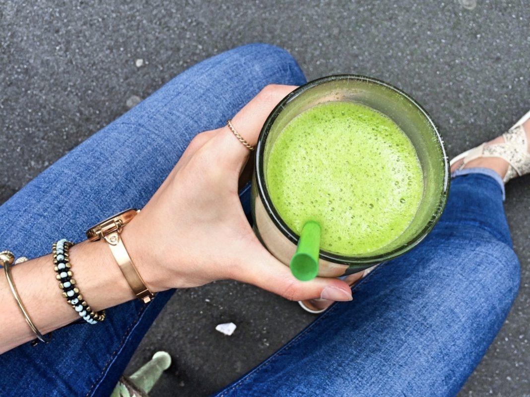 Green Smoothie, der beliebte grüne Wundersaft Foto: Meliz Kaya