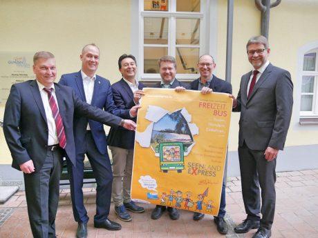 Die Bürgermeister der am SeenlandExpress beteiligten Gemeinden. Foto: Ingeborg Herrmannn.