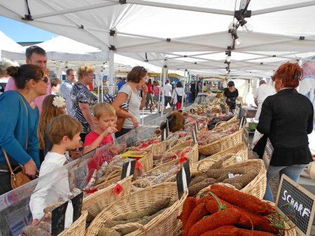 Treiben auf dem französischen Markt. Foto: Stadt Ansbach.