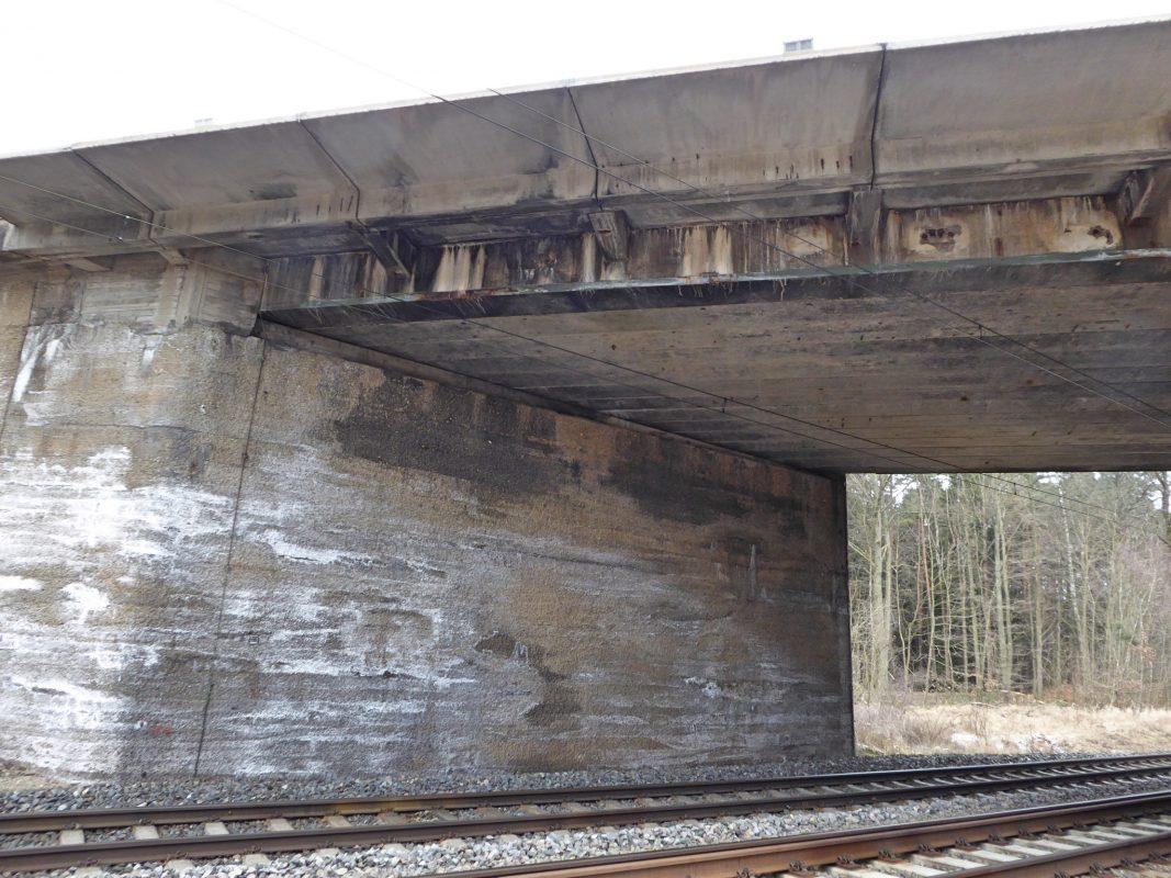 Die Bauarbeiten an der Bahnbrücke bei Heilsbronn beginnen. Foto: Staatliches Bauamt Ansbach.