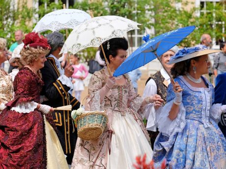 Die Kostüme der Hofdamen sehen immer wieder spektakulär aus! Foto: Thomas Treiber.