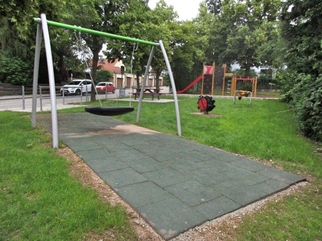 Der Spielplatz in der Lambarenestraße erstrahlt in neuem Glanz. Foto: Stadt Ansbach.