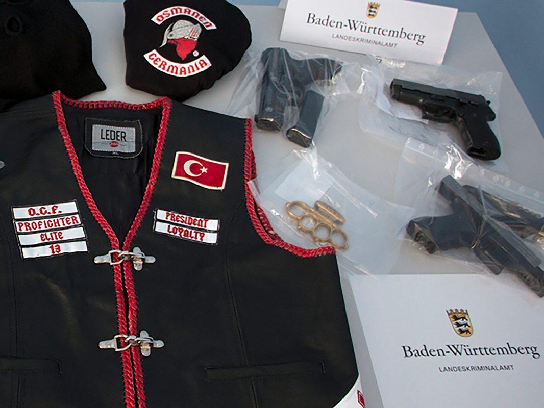 Bei einer bundesweiten Durchsuchung im Juni 2017 stellte das LKA  Waffen, Drogen und Geld sicher. Foto: Landeskriminalamt Baden-Württemberg