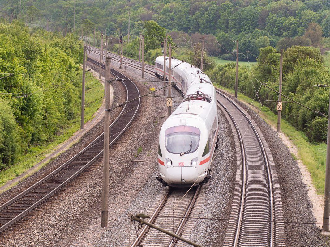 Bahnfahren wird unter Umständen ab August günstiger. Foto: Pascal Höfig
