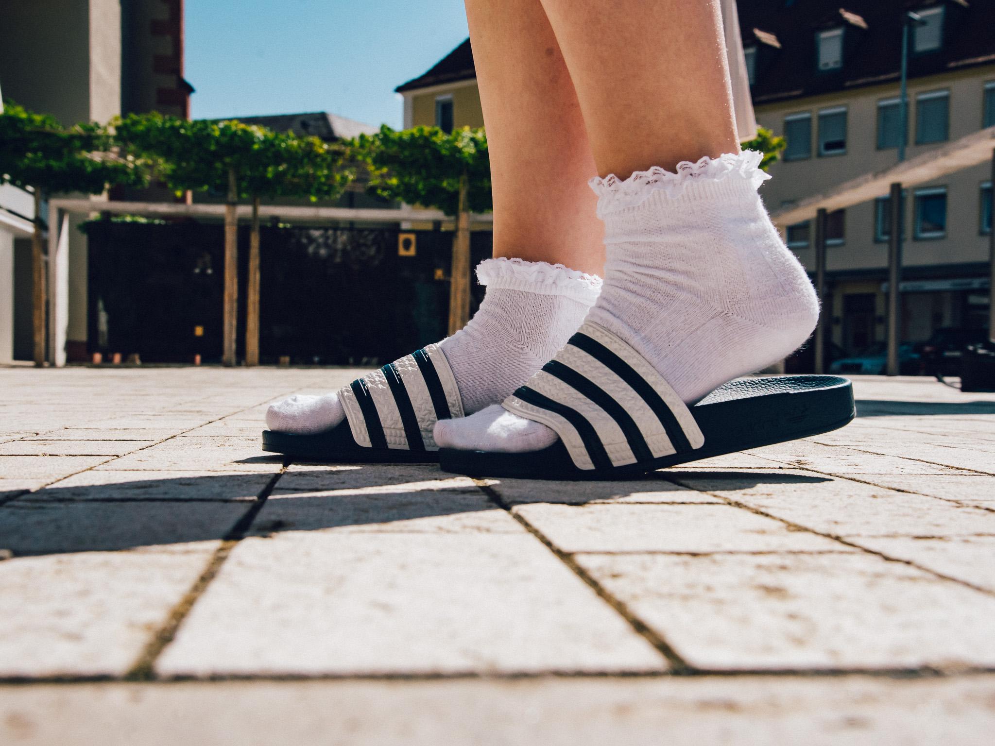 Sandalen und Socken. Foto: Pascal Höfig