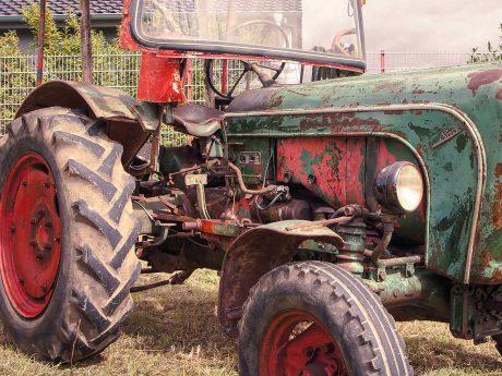 Alter Traktor. Symbolbild: Dominik Ziegler
