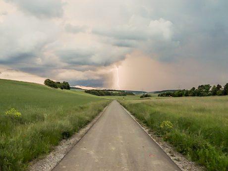 Blitzeinschlag. Symbolfoto: Pascal Höfig