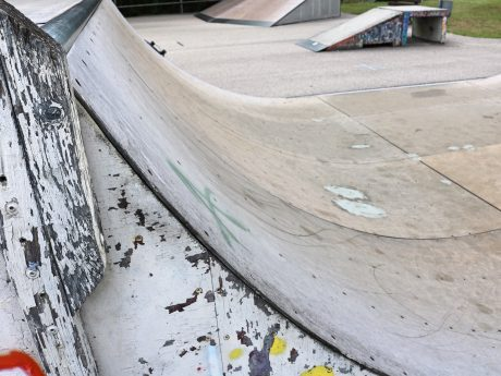 Desolater Zustand des Skaterplatzes Ansbach. Foto: Stadtratsfraktion der Offenen Linken Ansbach