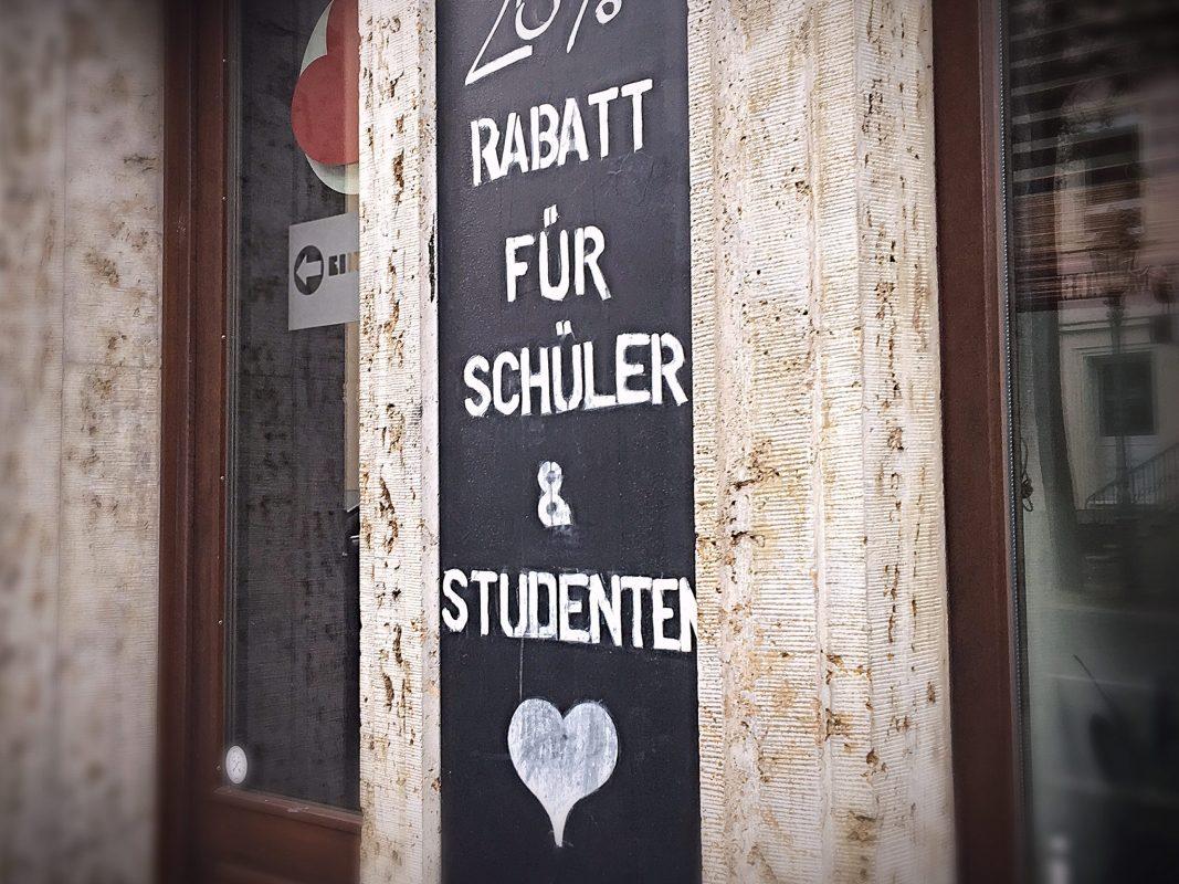 Rabatt für Studenten & Schüler. Symbolfoto: Pascal Höfig