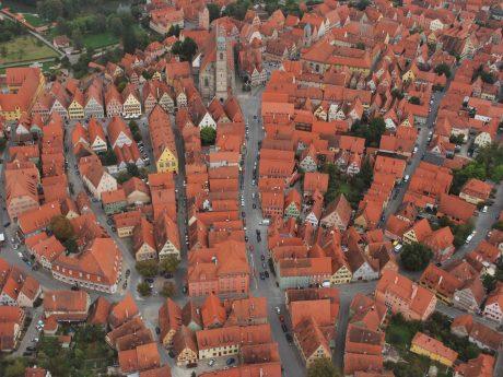 Dinkelsbühls Altstadt von der Luft aus