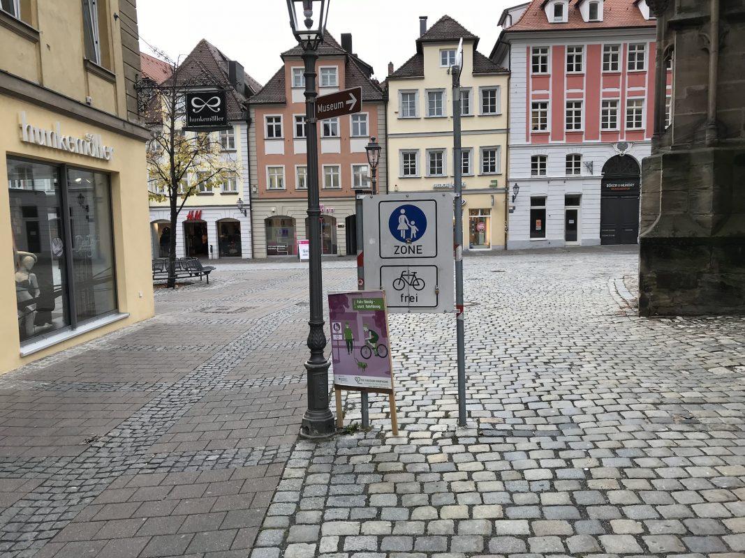 Radfahren in der Fußgängerzone – seit September in Ansbach erlaubt. Foto: Nico Jahnel
