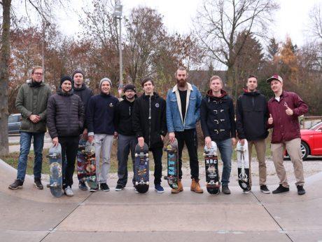 Stadtrat Boris-André Meyer (links) mit Ansbacher Skatern in der Halfpipe. Foto: OLA