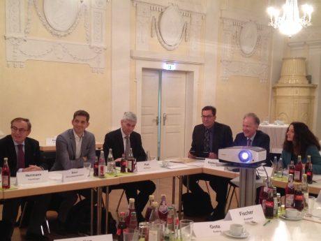 Ausschussvorsitzende Carda Seidel mit Vertretern der Bayerischen Städte bei der Sitzung des Wirtschafts- und Verkehrsausschusses des Bayerischen Städtetages. Foto: Inna Ernst
