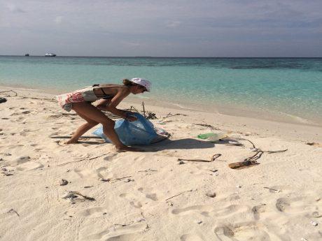Anne Mäusbacher will mit ihrer beachcleaner-Bewegung die Strände von Müll und Plastik befreien. Foto: Anne Mäusbacher