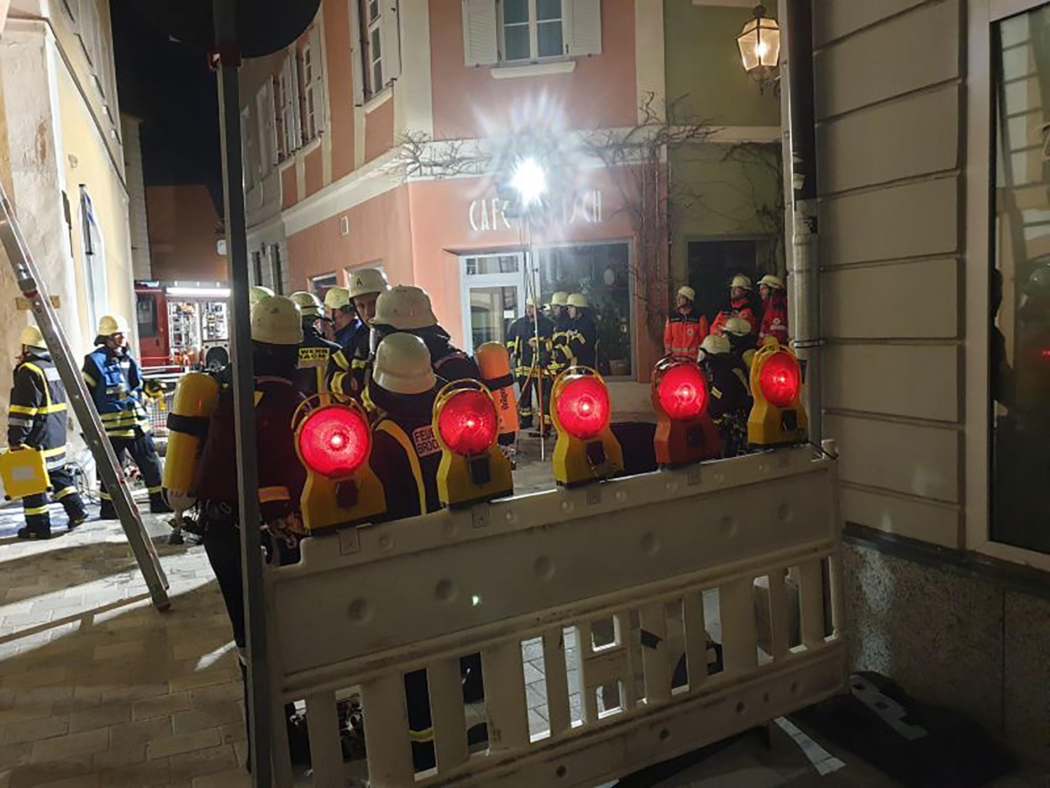 Zur Unterstützung der Feuerwehr Ansbach wurden die Ortswehren Brodswinden und Schalkhausen, sowie die Drehleiter der US-Feuerwehr in Katterbach alarmiert. Foto: Feuerwehr Ansbach