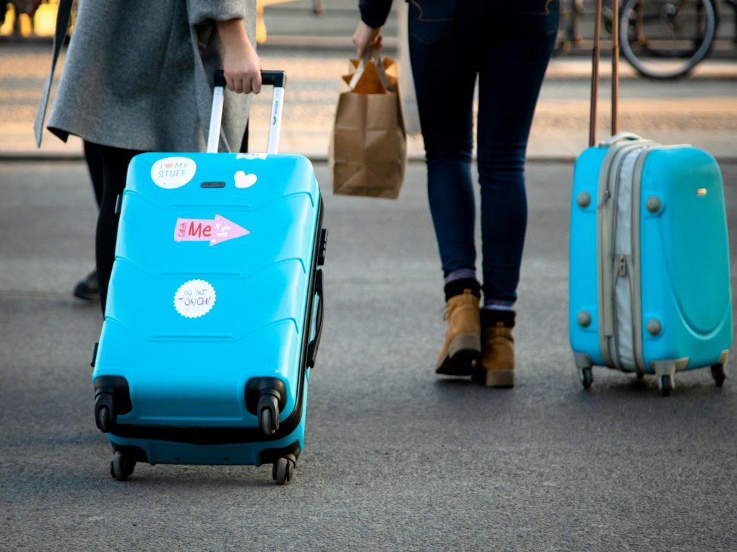Reisen liegt im Trend: Urlauber und Geschäftsreisende sorgen dafür, dass die Zahl der Übernachtungen steigt. Die Gewerkschaft Nahrung-Genuss- Gaststätten (NGG) warnt jedoch vor immer längeren Arbeitszeiten für die Beschäftigten der Branche. Foto: NGG
