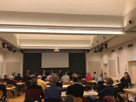 Nach Abstimmung in einer Sondersitzung hat sich der Stadtrat gegen eine Beschwerde über das Urteil des VG Ansbach entschieden. Foto: Nico Jahnel