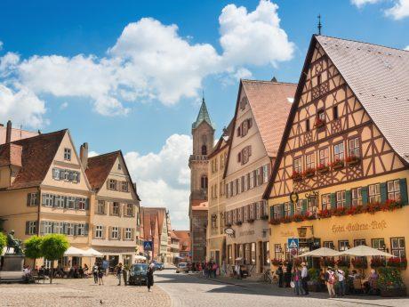 """""""So schön sind Deutschlands Kleinstädte"""" titelt das Online-Magazin Travelbook und Dinkelsbühl ist unter den 20 schönsten. Mit vielen Online-Klicks kann es von derzeit Platz 3 vielleicht sogar Platz 1 erklettern. Foto: Thomas Linkel"""
