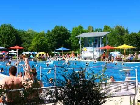 Start in die Freibadsaison. Foto: Ansbacher Bäder und Verkehrs GmbH