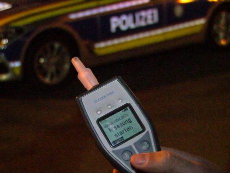 Alkoholmessung der Polizei. Symbolfoto: Pascal Höfig