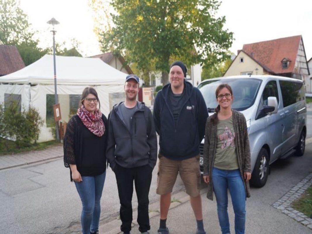 Christian Hessel und Norman Peters beim ihrem Besuch in Jochsberg (Lkr. Ansbach) bei Christin Nether (links) und Corinna Berlik. Foto: Christin Nether
