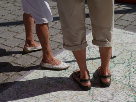 Auch in diesem Jahr ist die Bayernnetz-Radelkarte wieder als Bodenkarte verfügbar; Foto: Ingeborg Herrmann