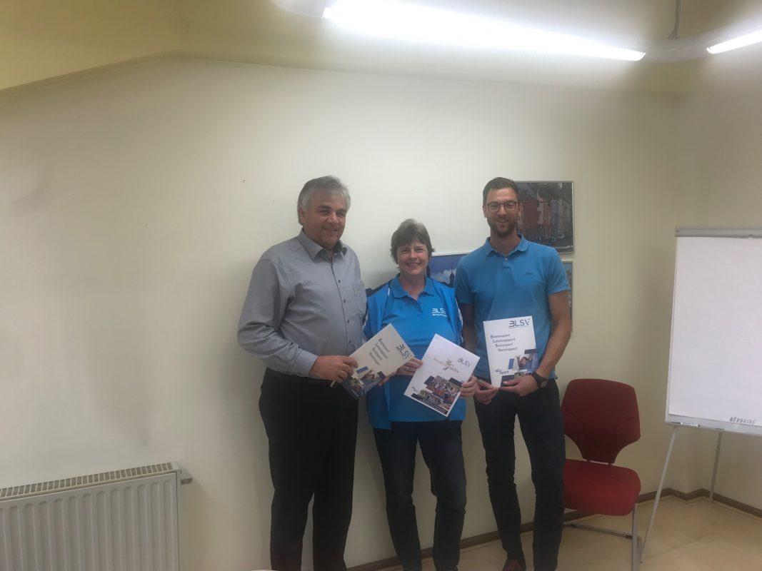 Dieter Bunsen (links) und Martina Schäfer vom BLSV-Sportbezirk Mittelfranken, sowie Benjamin Tax, Sportkoordinator der Stadt Ansbach, haben das Event auf die Beine gestellt. Foto: Nico Jahnel