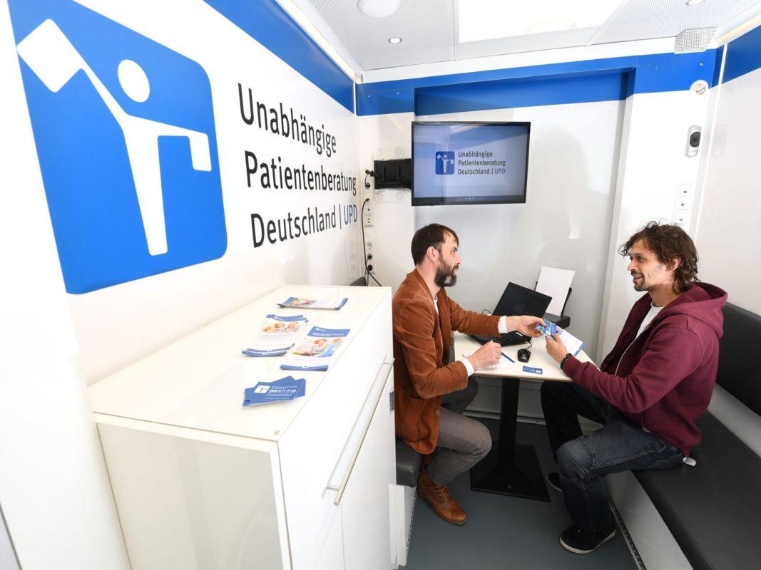 Das Beratungsmobil der Unabhängigen Patientenberatung Deutschland (UPD) bietet am Donnerstag, den 18. Juli, die Möglichkeit einer kostenfreien Beratung zu gesundheitlichen und sozialrechtlichen Fragen. Foto: UPD