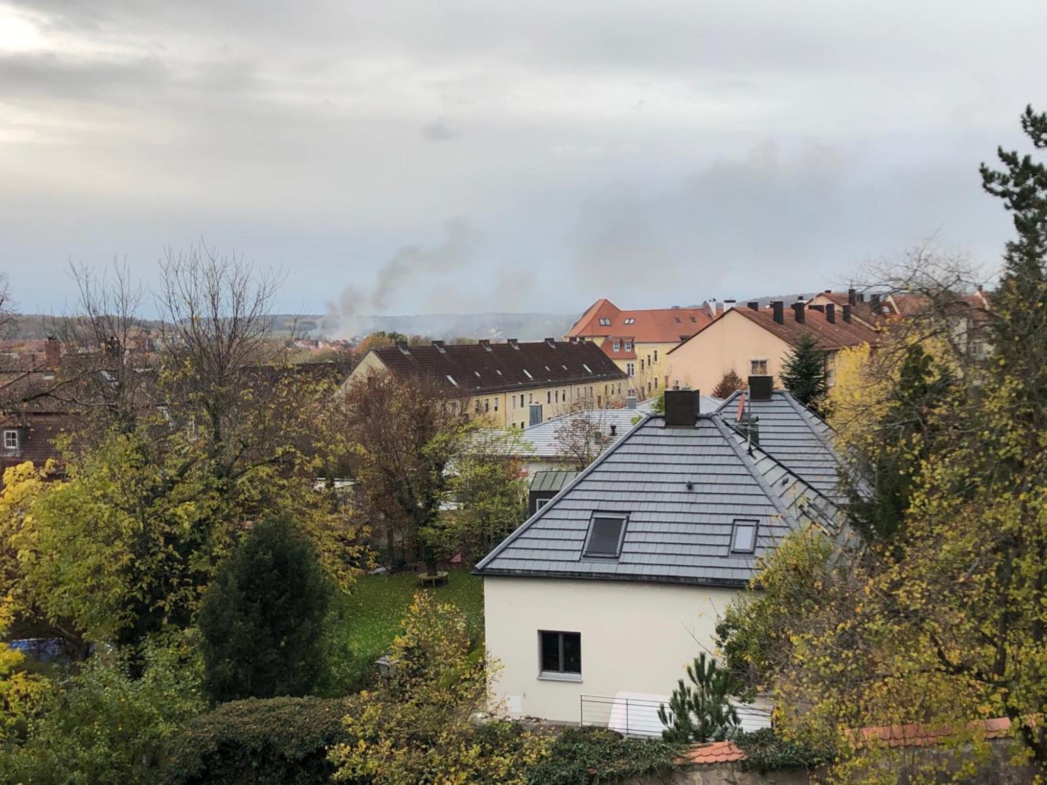 Die Rauchwolke war weithin sichtbar. Foto: Bernhard Schneider