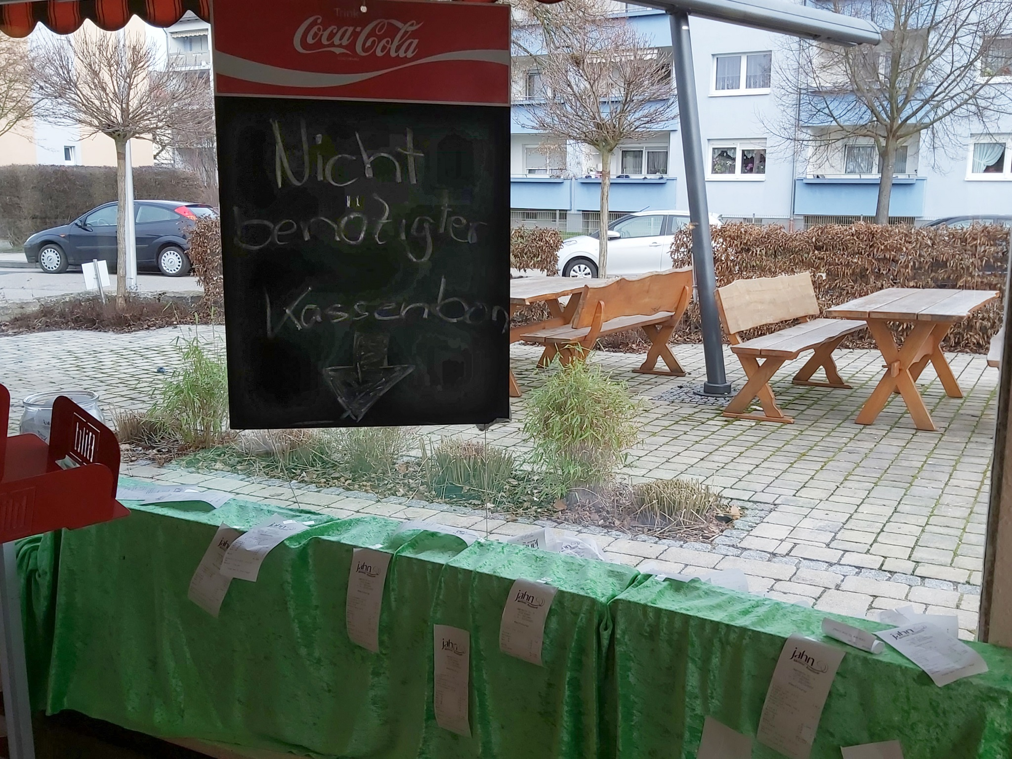Bäckerei Jahn Ansbach, Bonpflicht, Kassenzettel, Schaufenster. Foto: Bettina Bocskai