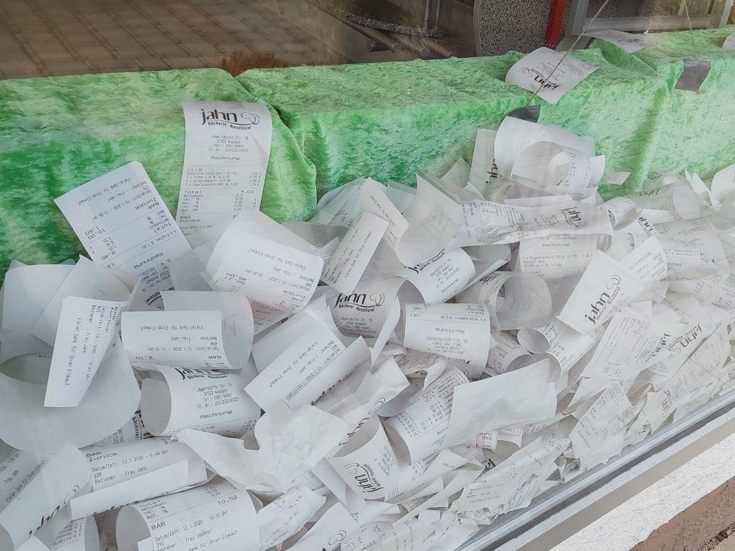 Bäckerei Jahn sammelt die übrig gebliebenen Kassenbons. Foto: Bettina Bocskai