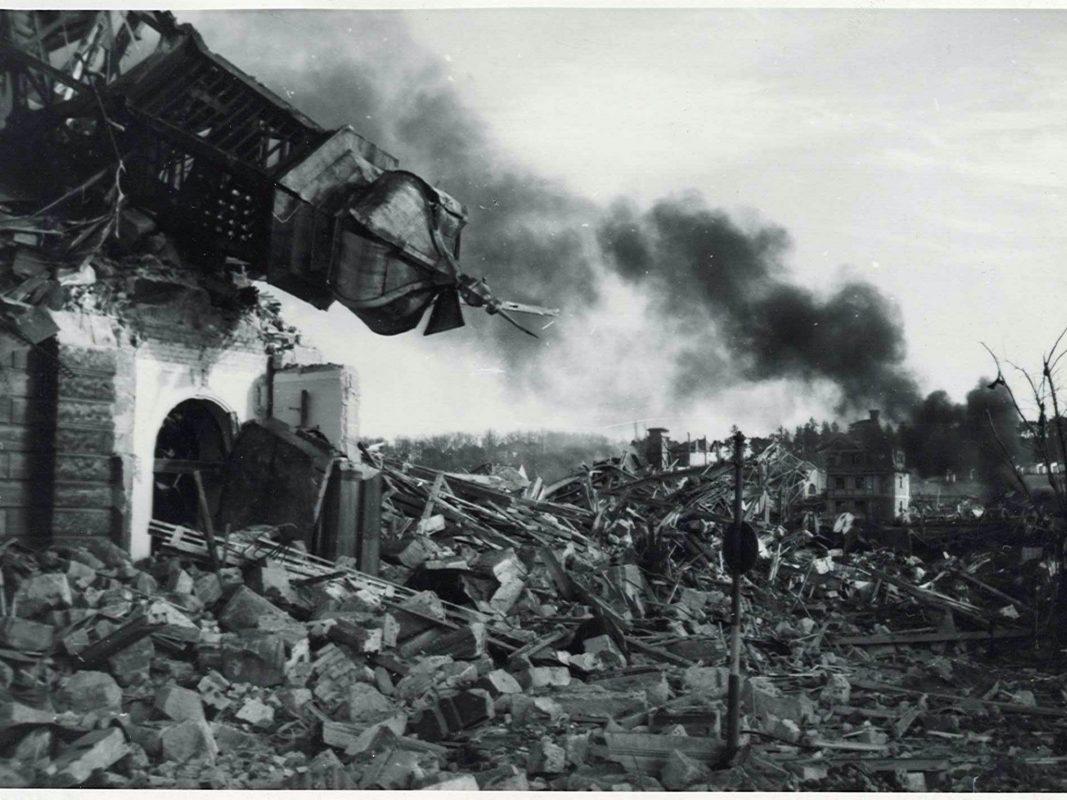 Die Bombardierung Ansbach 1945: Das zerstörte Postamt. Foto: Stadtarchiv Ansbach