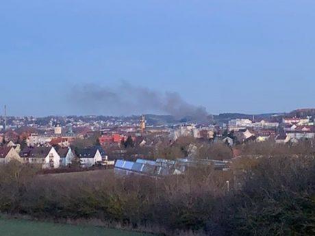 Am Samstagabend (15.02.2020) brach in einer Kfz-Werkstatt im östlichen Ansbach ein Feuer aus - verletzt wurde niemand. Foto: Hendrik Händel
