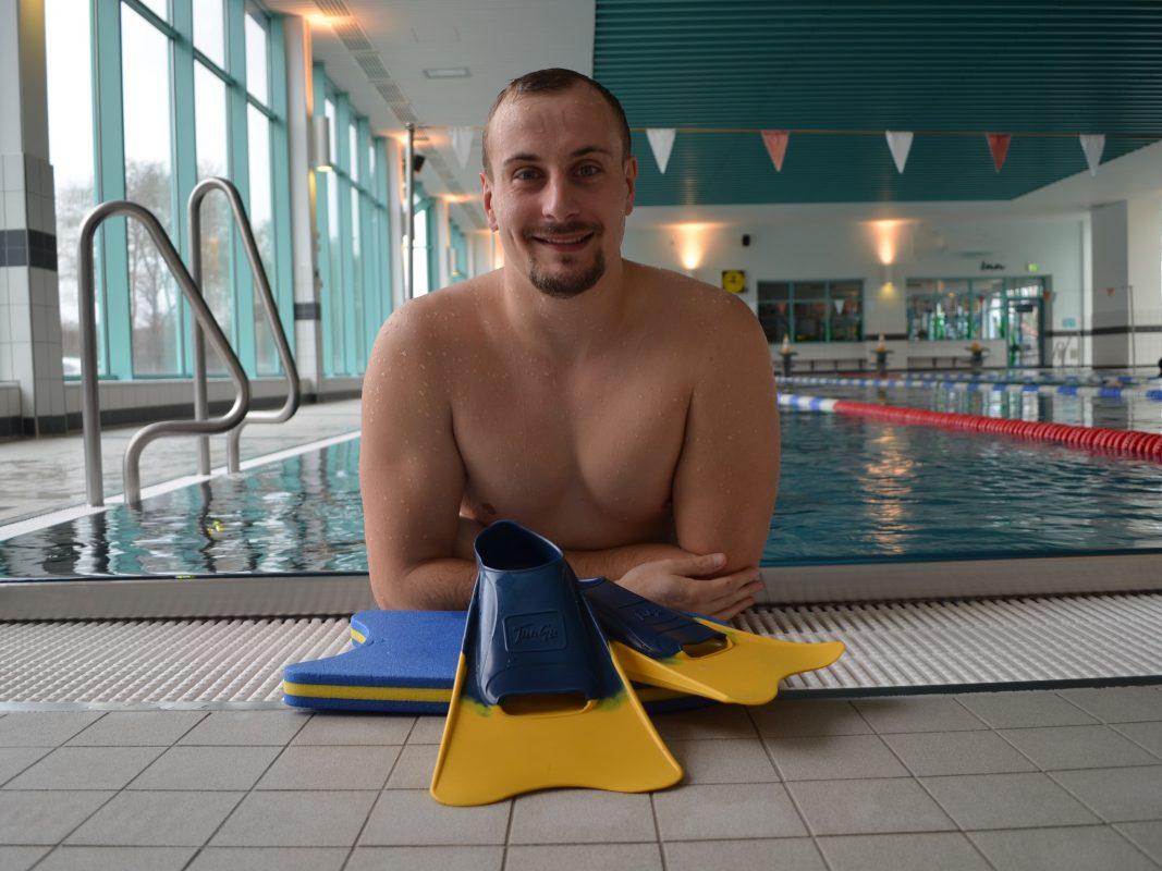 Schwimmlehrer Christian im Aquella Schwimmbad in Ansbach. Foto: Christian Ziebuhr